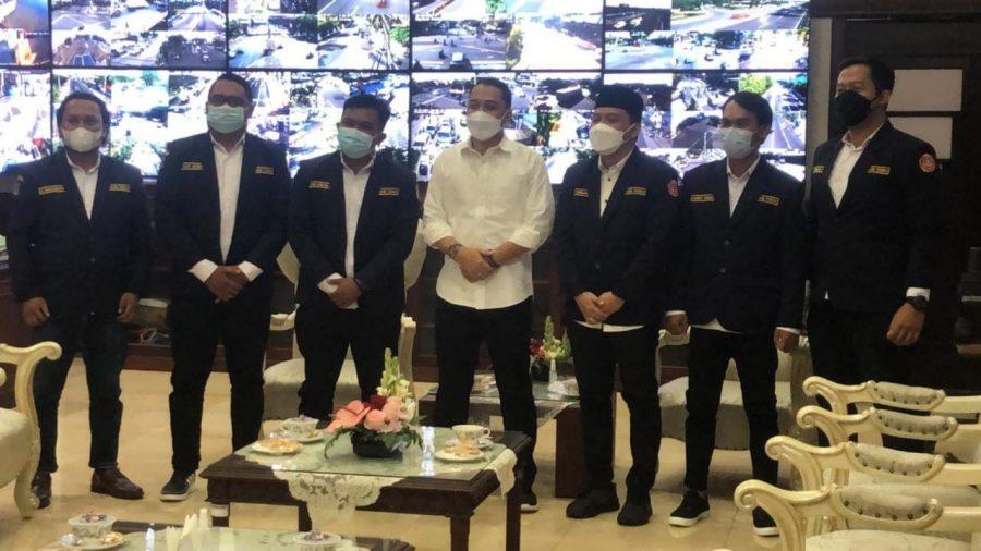 Ketua dan Pengurus Karang Taruna Surabaya saat audiensi bersama Wali Kota Eri Cahyadi   Foto: Istimewa