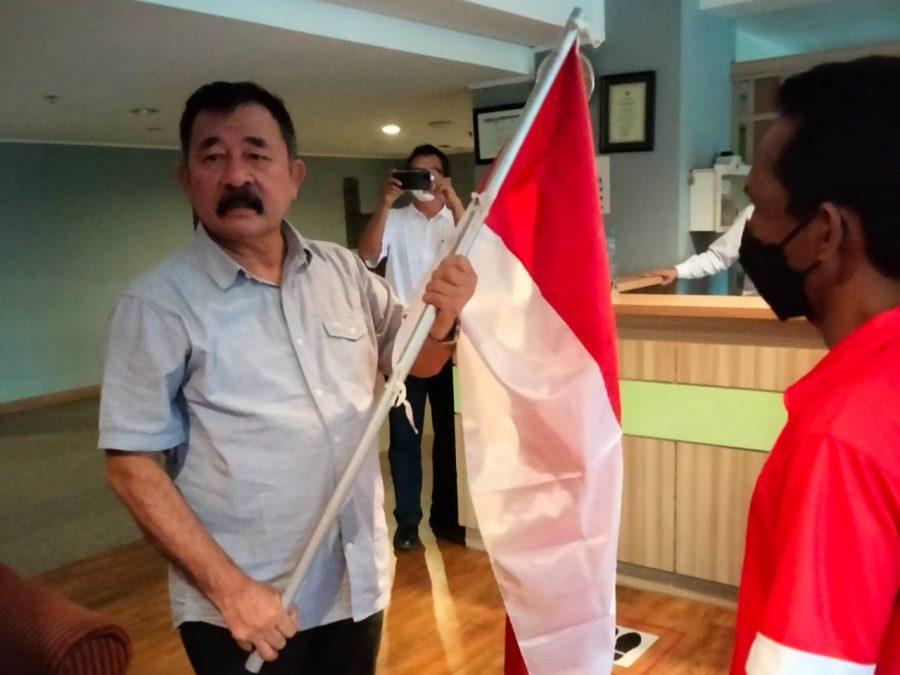 Ketua Umum PP Pertina, Mayjen TNI (purn) Komaruddin Simanjuntak secara resmi melepas keberangkatan kedua petinju di Hotel Century, Jakarta, Kamis (20/5/2021).