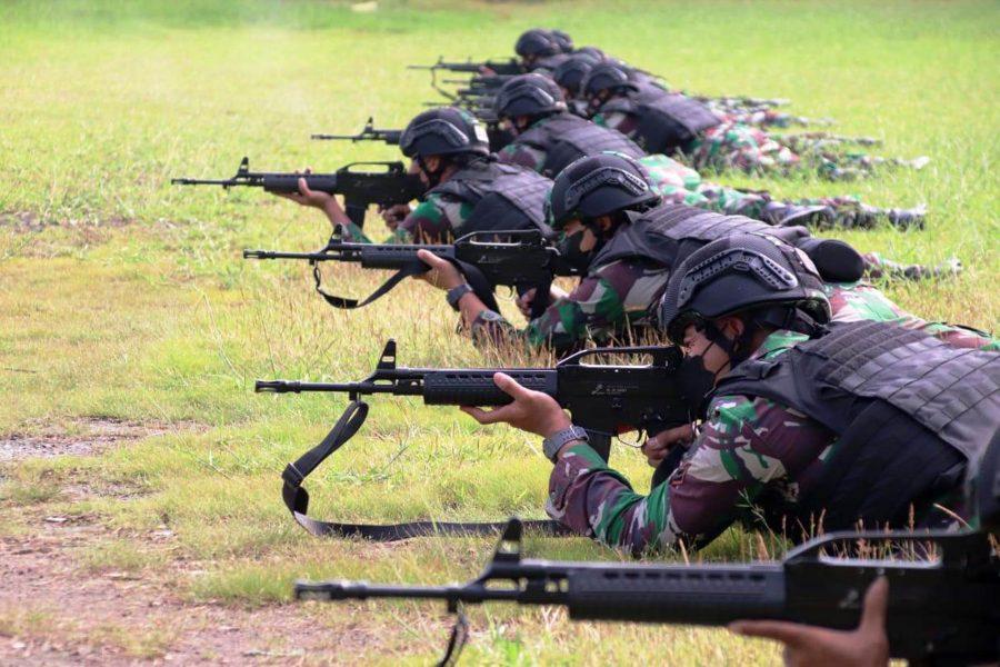 Latihan menembak berlangsung dengan tetap menerapkan protokol kesehatan ketat | dok/photo: Dispen Kormar
