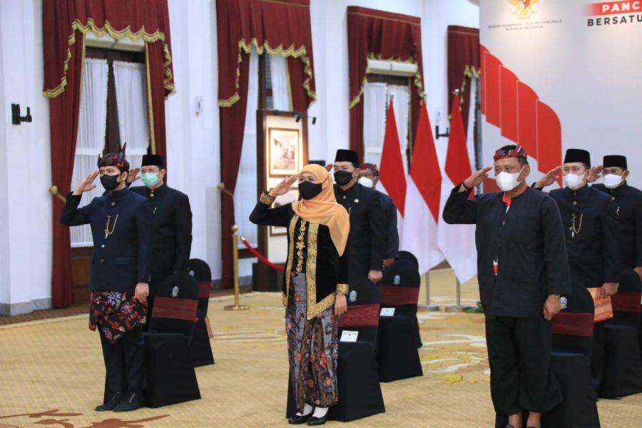 Gubernur Khofifah saat mengikuti Peringatan Hari Lahir Pancasila bersama Presiden RI, Joko Widodo, secara virtual di Gedung Negara Grahadi, Surabaya, Selasa (1/6/2021) | Istimewa