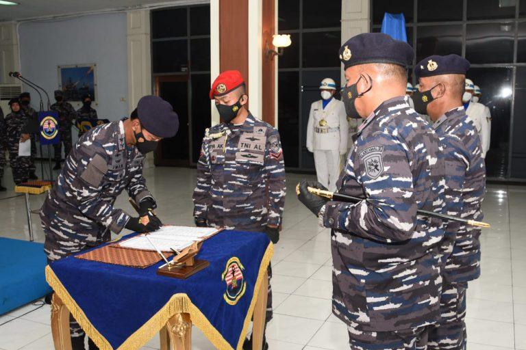 Upacara serah terima jabatan Danlantamal V Surabaya   Foto: Dispen Koarmada II