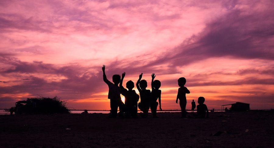 Ilustrasi anak-anak bermain di pinggir pantai | dok/photo: pixabay