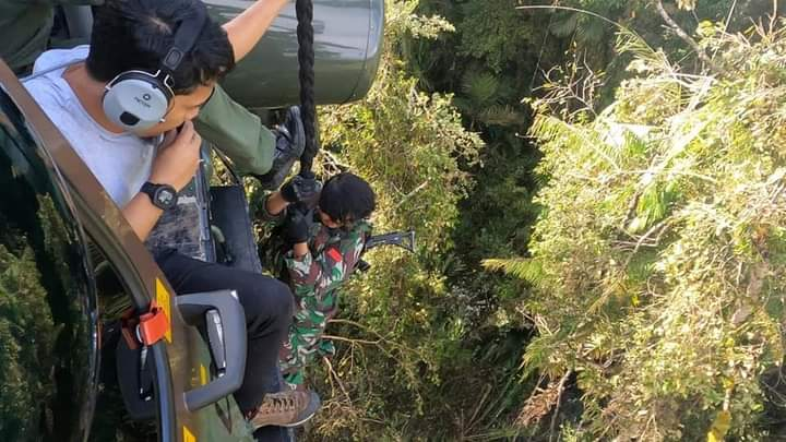 Seluruh prajurit TNI Polri saat ini masih terus melaksanakan pengejaran terhadap kelompok teroris MIT   dok/photo: Puspen TNI