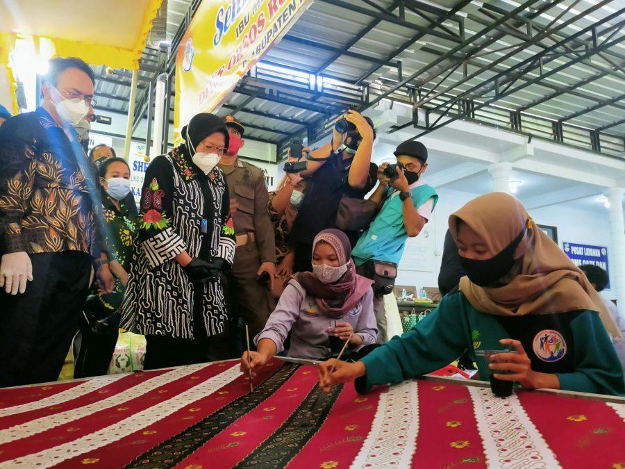 Mensos Risma saat melakukan kunjungan kerja ke LKS ORSOS Rumah Kasih Sayang, Kabupaten Ponorogo, Jawa Timur, Minggu (27/12/2020) dok/photo: Bicaraindonesia.id