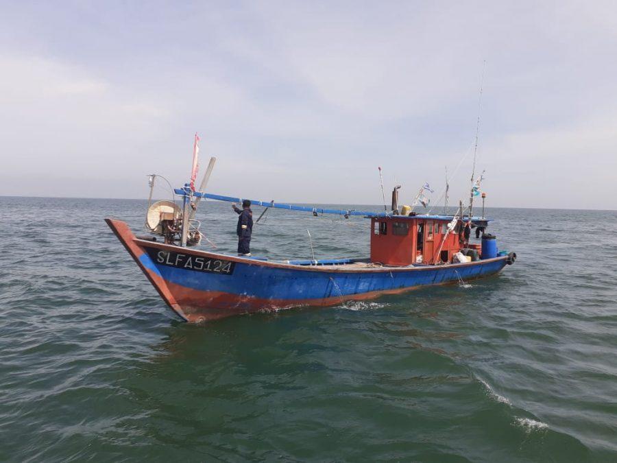 Salah satu kapal asal Malaysia yang berhasil diamankan Tim Patrol KKP | dok/photo: Humas KKP / Bicara Indonesia