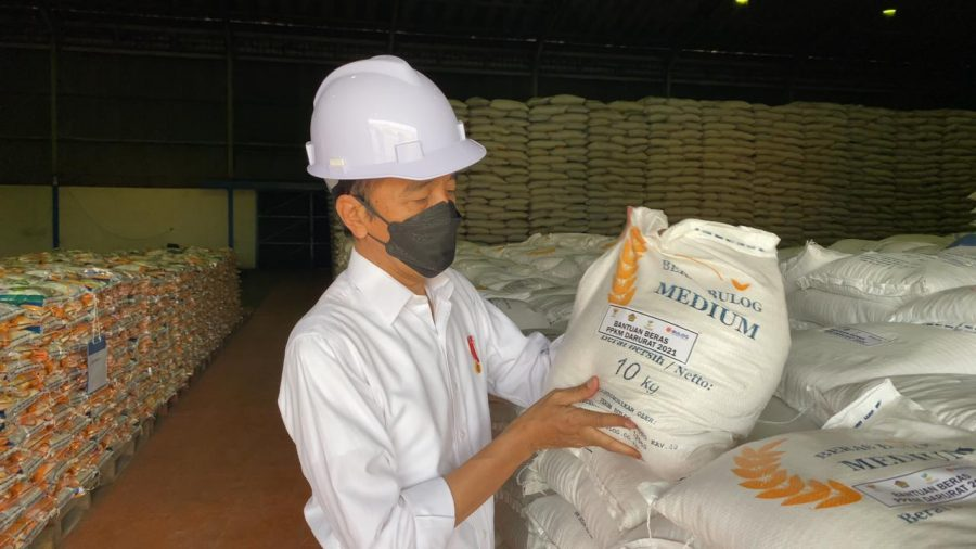 Presiden Jokowi saat meninjau gudang Bulog | dok/photo: BPMI Setpres / Bicara Indonesia