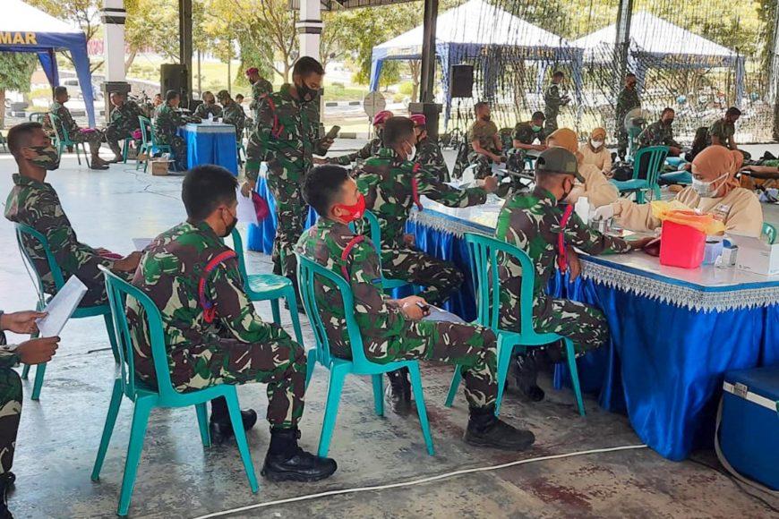 Donor darah berlangsung di Indoorsport Bhumi Marinir Karangpilang, Surabaya, Jawa Timur, Selasa (31/08/2021)   dok/photo: Dispen Kormar   Bicara Indonesia
