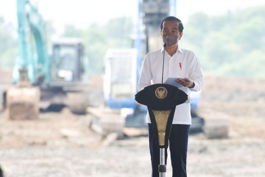Presiden Jokowi memberikan sambutan dalam acara groundbreaking Industri Baterai Kendaraan Listrik di Kabupaten Karawang, Jawa Barat, Rabu (15/09/2021)   dok/photo: Setkab