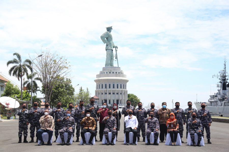 Pangkoarmada II Laksamana Muda TNI Iwan Isnurwanto (depan tengah) saat menerima kunjungan pemerintah daerah Surabaya Raya   dok/photo: Ist