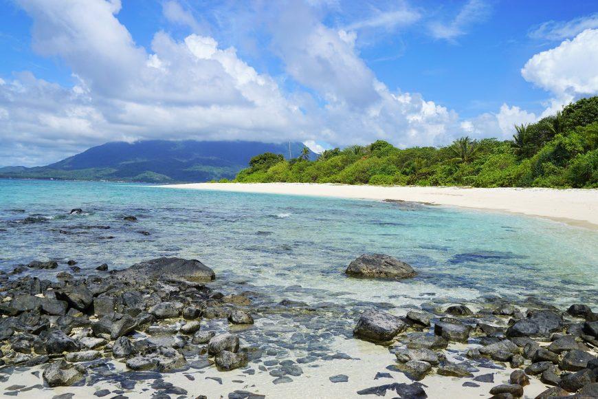 Pantai berbatu Natuna Indonesia | dok/photo: pixabay