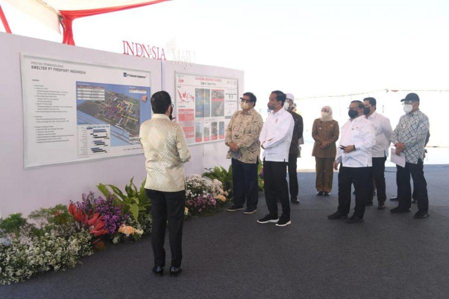 Presiden Jokowi saat melakukan groundbreaking smelter di Java Integreted Industrial and Port Estate (JIIPE) di Kabupaten Gresik | dok/photo: Ist